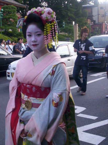 N A O Z O M E: S A K U R A   Japanese culture, Japanese ...  Man Serves Geisha
